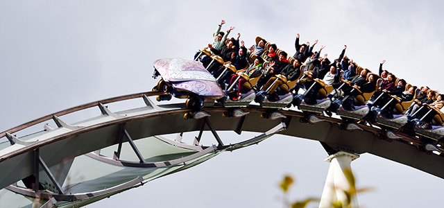 Spain: Rollercoaster Cars Out of Control