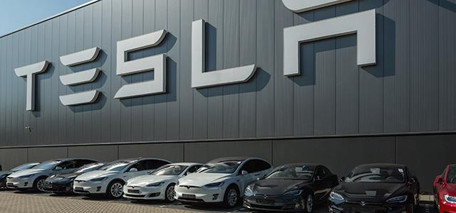 Elon Musk unveils the next-generation TESLA Roadster 2020!